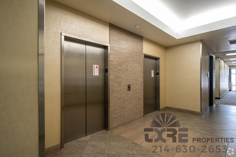 2261 Brookhollow Plaza Dr. elevators