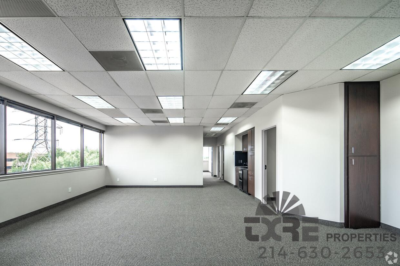 Centre at Brookhollow office suite